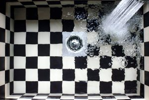 filling water in checkered sink
